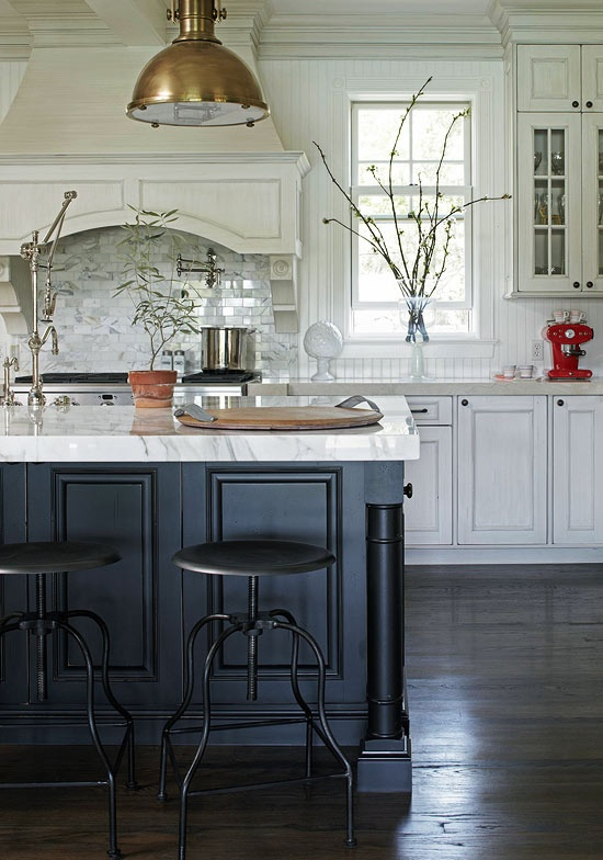 Contrast black kitchen island