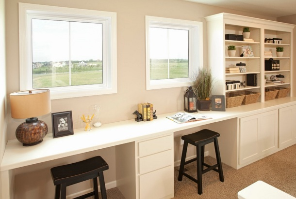 Good use of wall home office by Robert Thomas Homes Architects & Building Designers